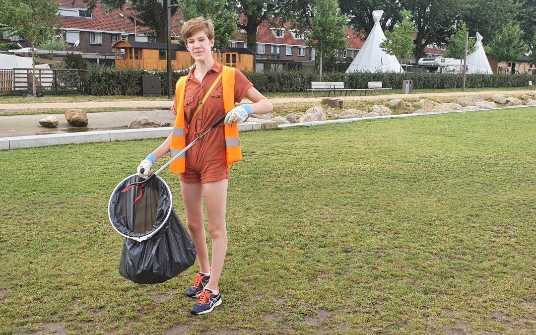 Cato (14) doet vakantiewerk in het Spoorpark. 'Ruim je spullen op, gooi het in de afvalbak of neem het mee naar huis'