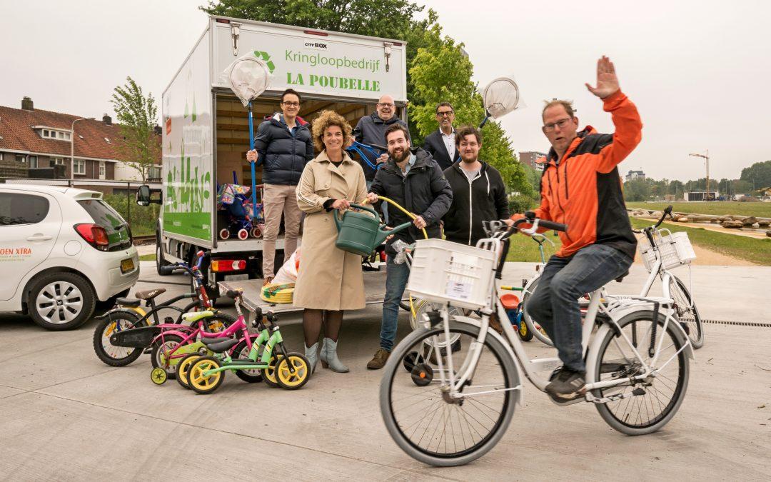 Tilburgse bedrijven overhandigen materialen aan Spoorpark
