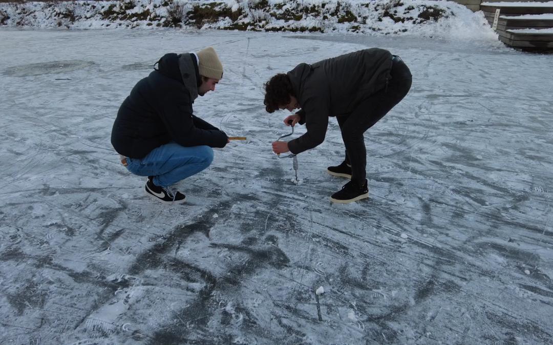 Vijver nog niet geschikt om te schaatsen, kiosk bij T-huis open