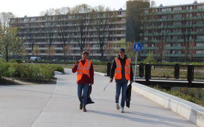 Schoonmaakactie studenten van Vidar in Spoorpark