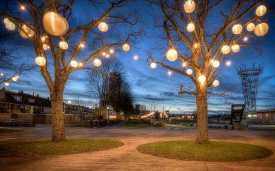 Verlichte bomen zorgen voor nog meer sfeer in het Spoorpark