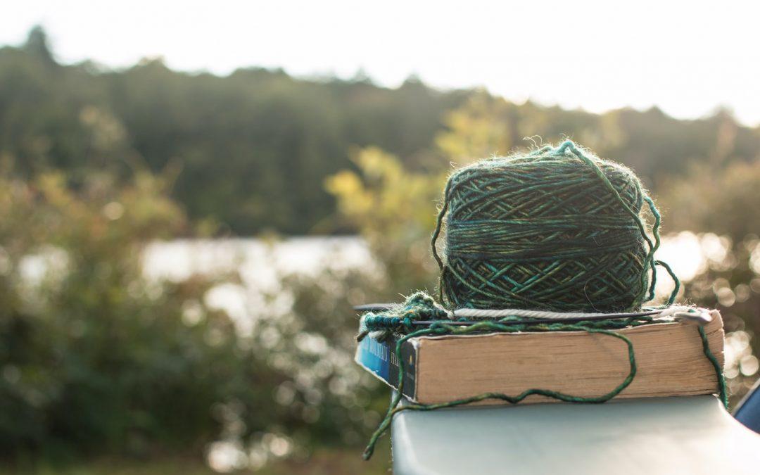 Breien in Spoorpark op 'Knit in public day'