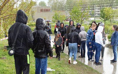 Jongeren herdenken verongelukte Jayden in Spoorpark