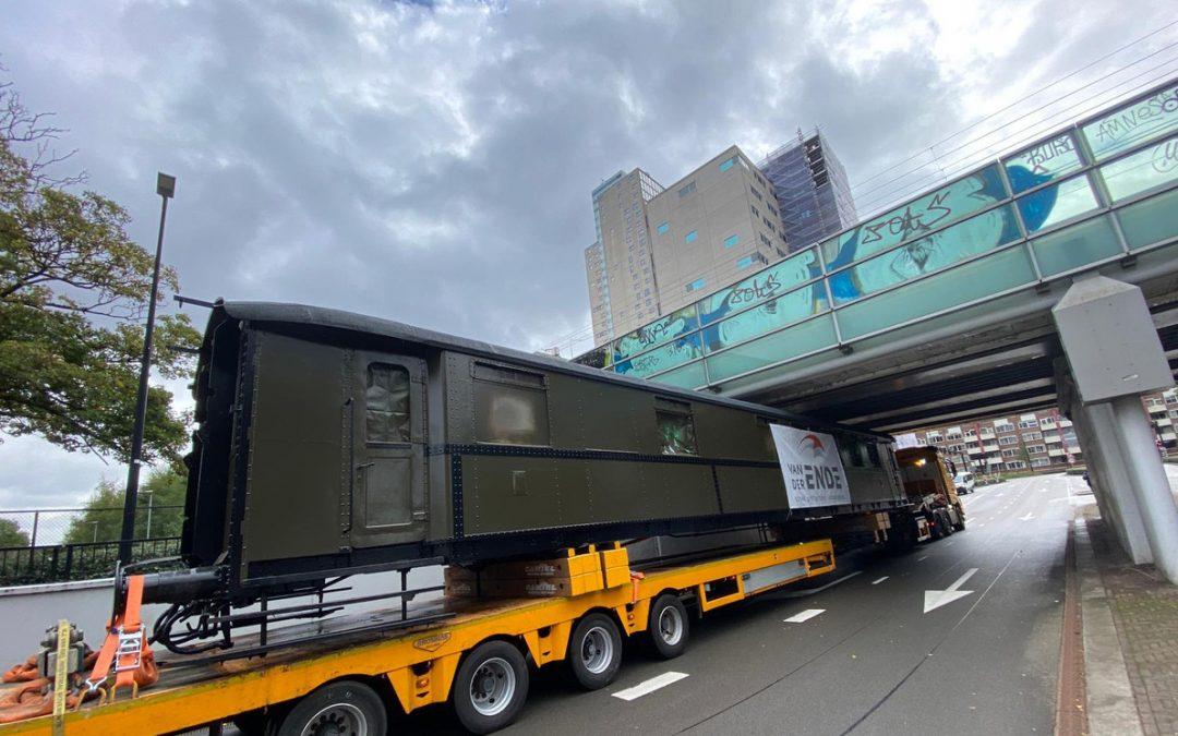 Eindbestemming bereikt: historische treinwagon wordt mini-hotel in het Spoorpark