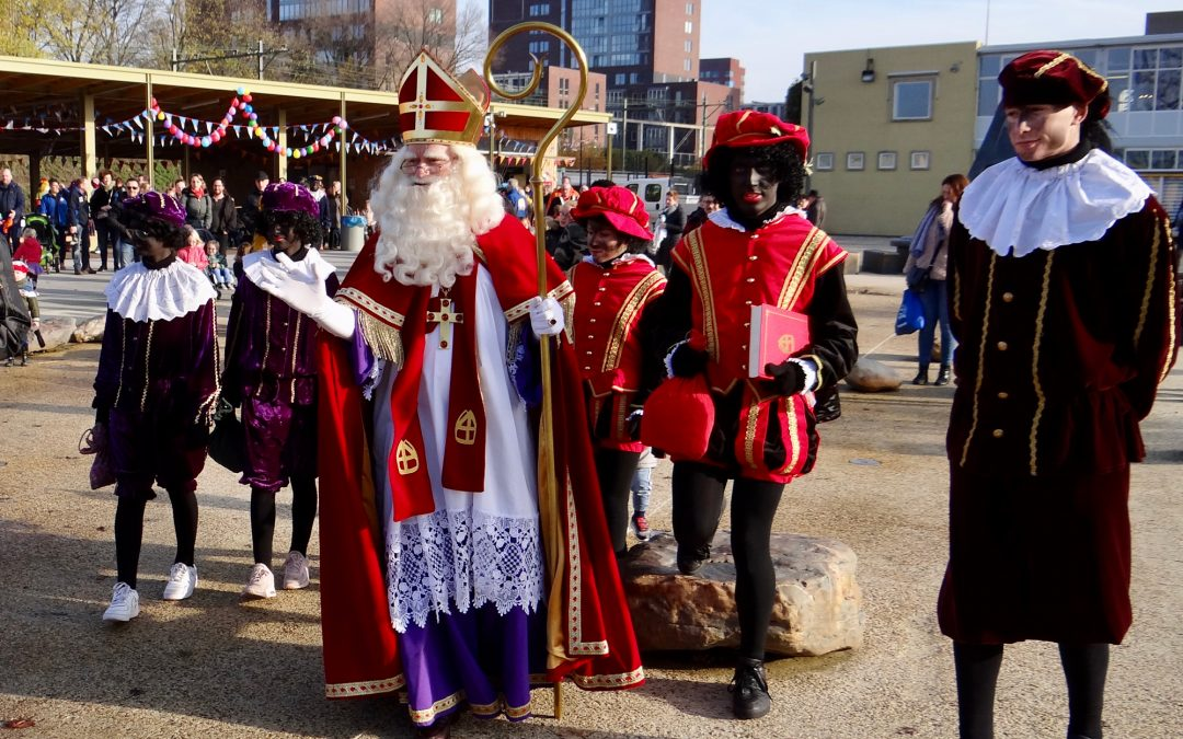 Geslaagd bezoek Sinterklaas aan zonnig Spoorpark