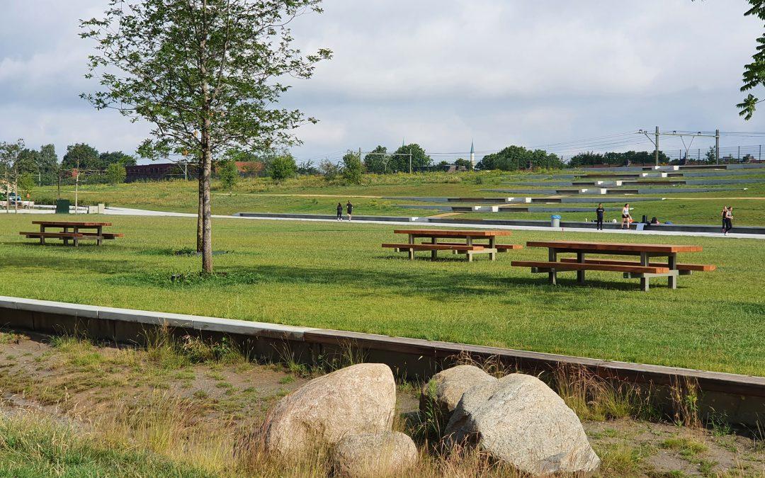 Picknicktafels verplaatst, nieuwe invulling voor overkapping gezocht